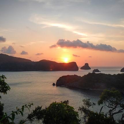 Couché de soleil sur l'île de Koh Samsao, Thaîlande